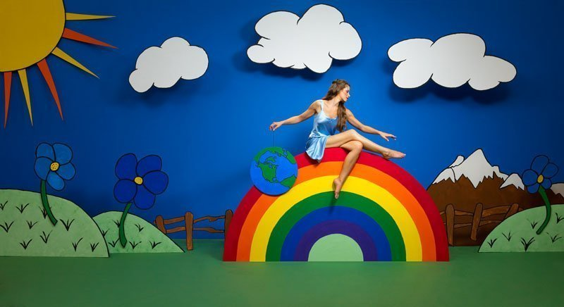 FS_20120711A_0178_sitting-or-a-rainbow-with-the-world-by-a-string-illustration-set-cutout-speedlight-speedlite-softbox-lantern