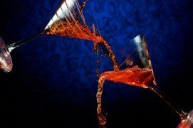 blue-and-orange-pour-shot-two-martini-glasses-lit-with-speedlights-and-foursquare-softbox-freeze-stop-action